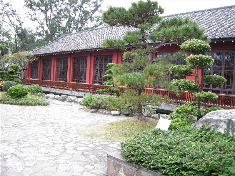 周圍的植物和地板設計亦令這裏增添幾分古舊風味