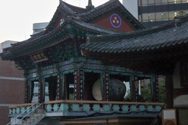 10/14 - insadong: jogyesa -  apparently this bell is banged 28 times at 4am and 33 times at 6pm to summon creatures