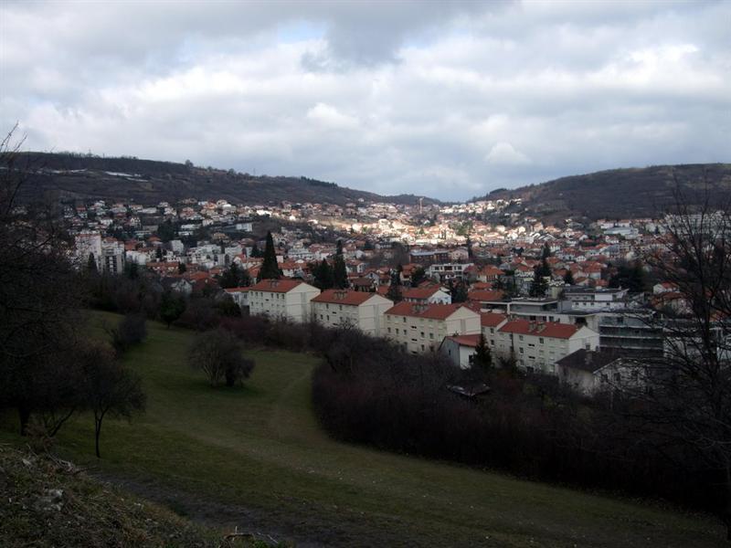 這個城市很多丘陵