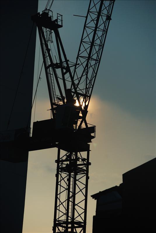 Crane hikes the sky....