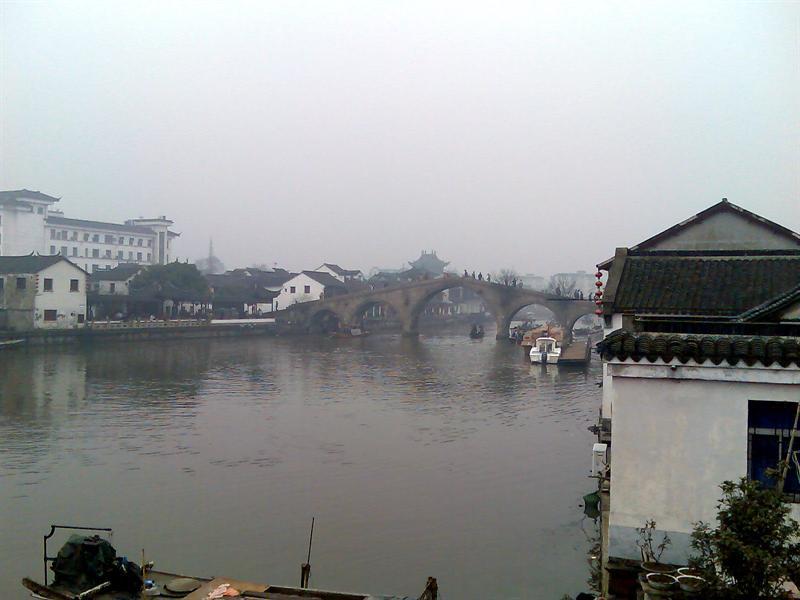 远看放生桥