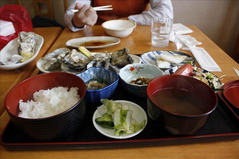 今天的午餐當然要吃松島名物炭烤牡蠣套餐