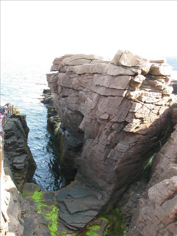blow hole van boven. De granieten kust is uitgesleten wat dit maakt. Alleen in winter is het pas spectaclair