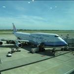 桃園國際機場-747搭乘的華航班機.JPG