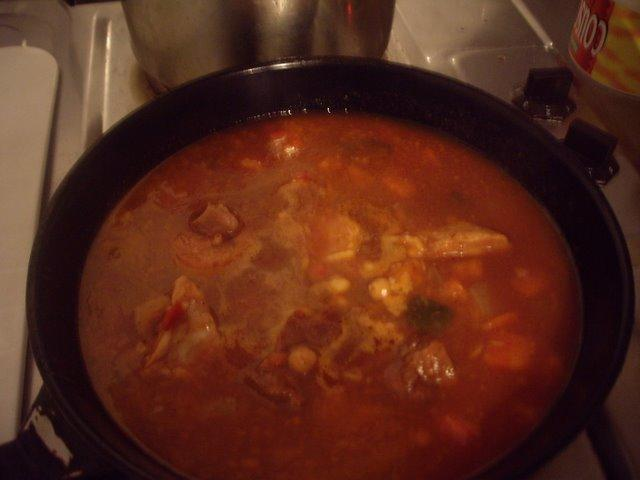 罐頭內有雞肉和牛肉