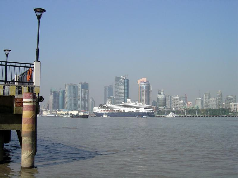 looking at the other side(where our ship docked) from PUDONG (浦 東) Ferry Terminal.