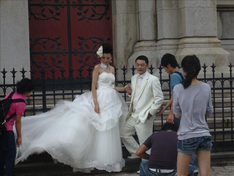 拍婚紗照中... @ 天主教堂