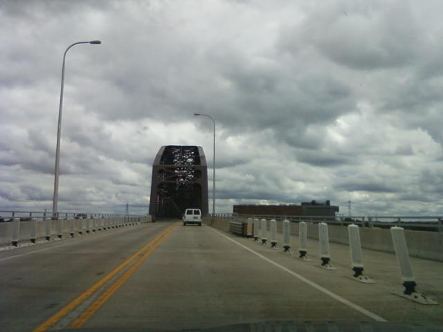 the McKinley Bridge looms ahead eastbound to get to Illinois hwy. 3