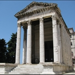 .. and other Roman buildings.