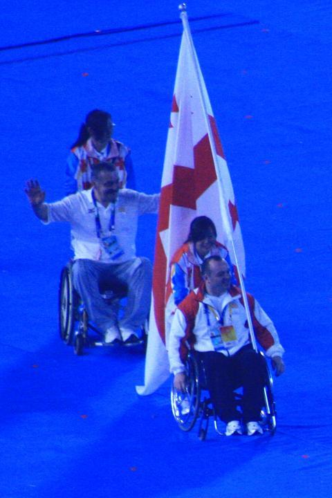 坐在轮椅上的旗手