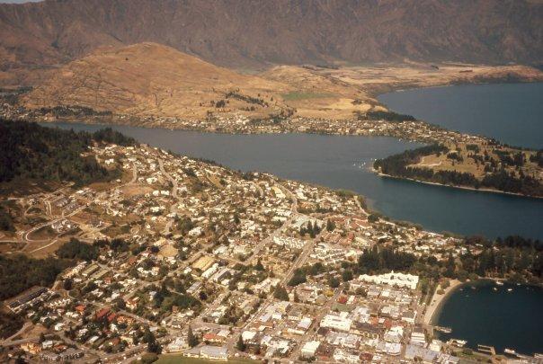 QUEENSTOWN, SI - FEB 2004