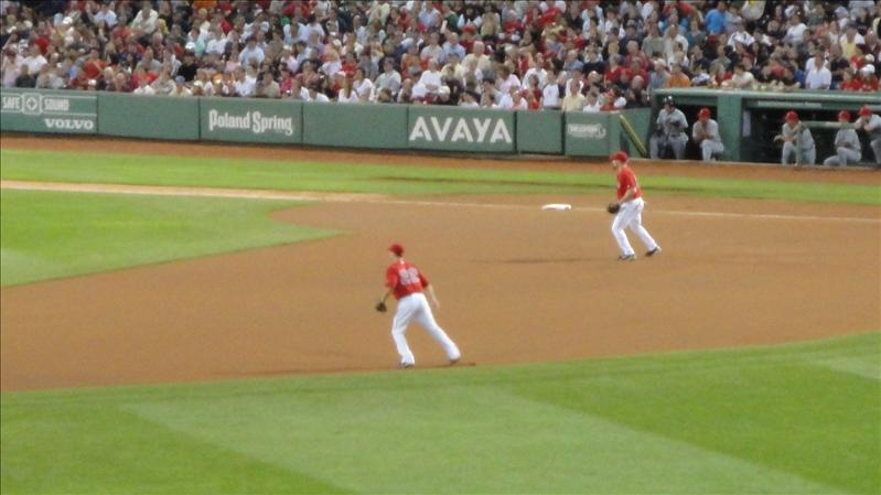 Nick Green and Kevin Youkilis await the ground ball