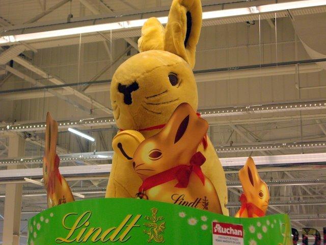 巨大的兔娃娃XD