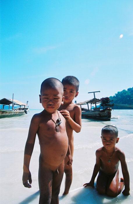 Kids at Mogan Sea Gypsies