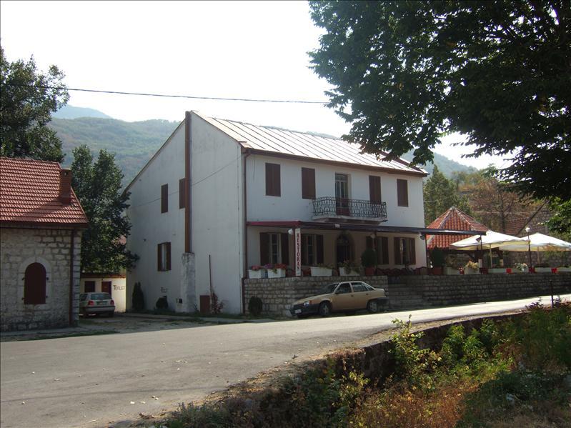 Restaurant Ivmi, Njegusi