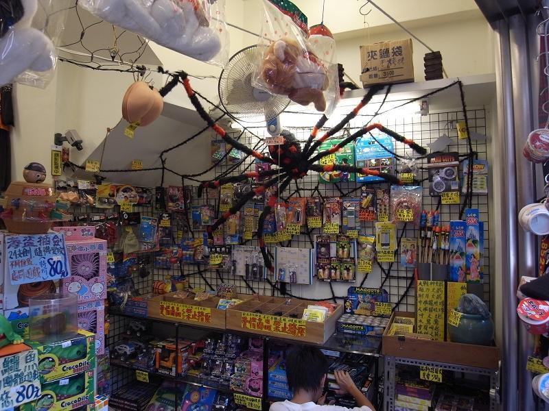 蜘蛛占滿要買的地方~