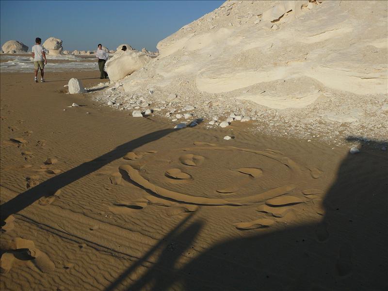 Smiley in de woestijn - Danielle's Artwork