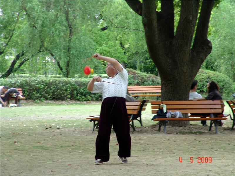 扯铃的老人、上海