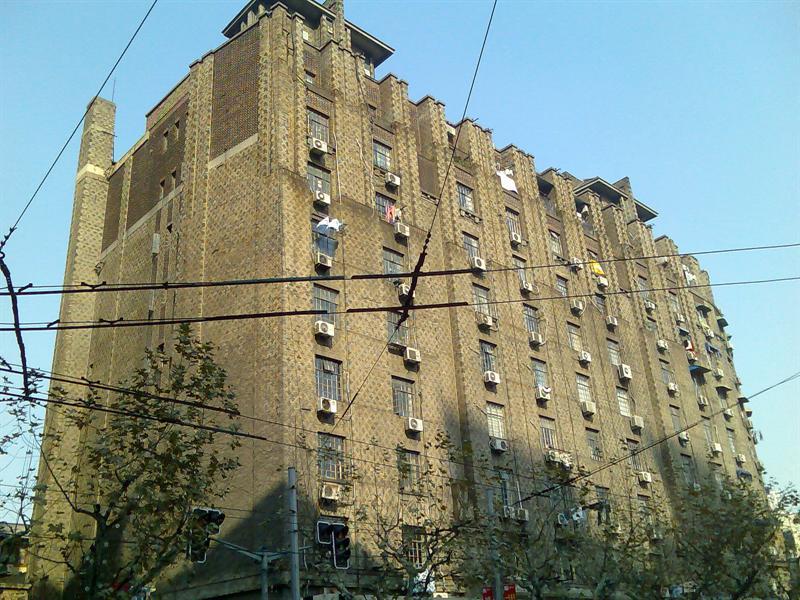 南京西路上的无名大楼(近石门一路)
