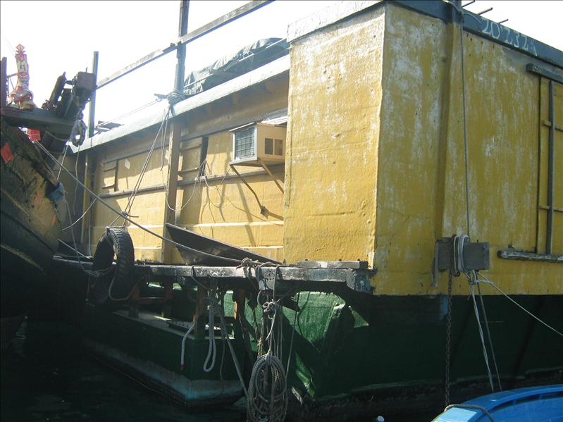 House Boat in Aberdeen Fishing Village