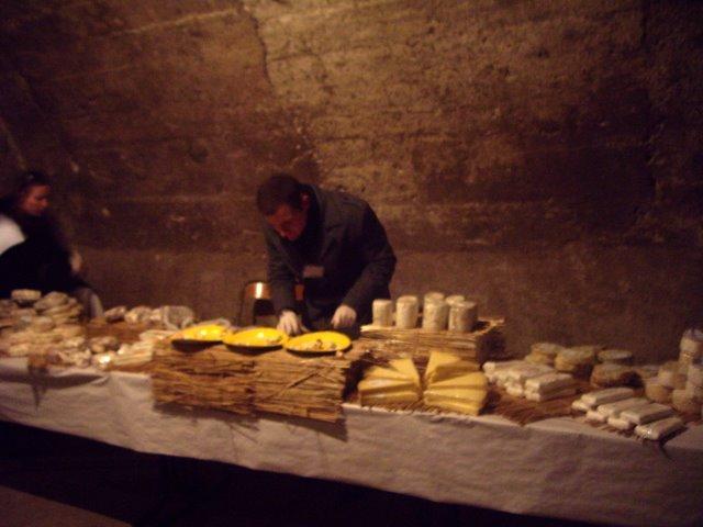 有年輕乳酪和年份較久的  有四期