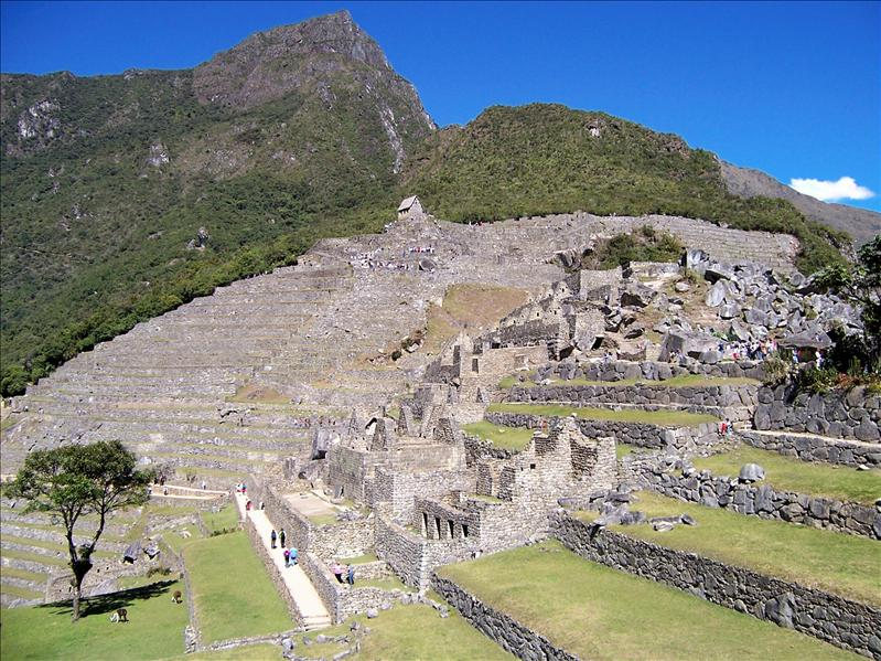 MACHU PICCHU, LOOKING UP TO THE GUARDHOUSE