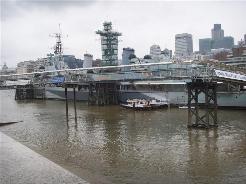 un bateau de la royal  navy