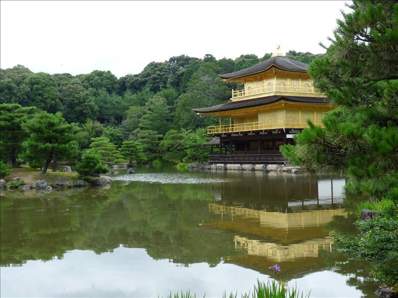the golden kinkakuji temple
