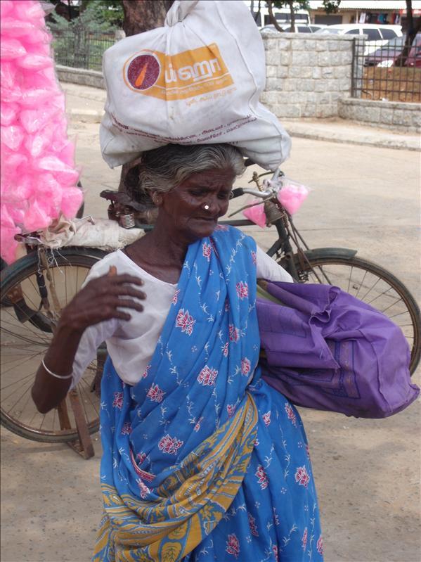 Elderly lady, Mahabalapuram
