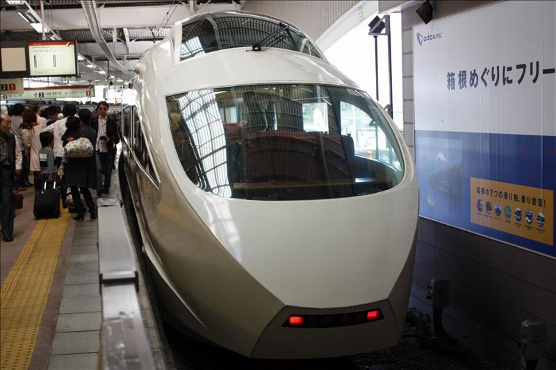 從鄉根湯本回東京搭到這部科技感十足的Super Express 50000