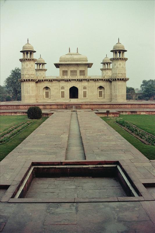 Mausoleum of Itmad-ud-Daulah  built between 1622 and 1628