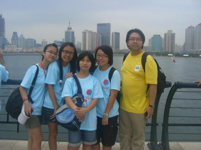 與一名上海同學, Stella和導師Rex Ma合照 @ 青島奧帆中心