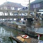 相比周庄,朱家角的桥显得有些简陋