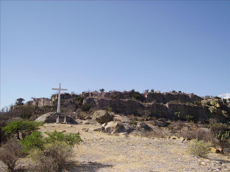 ruins•cross