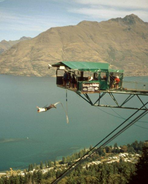 QUEENSTOWN BUNGY, SI - FEB 2004