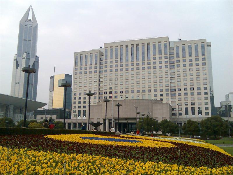 外形中规中矩的上海市政府