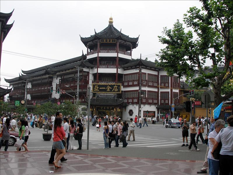 A jewel store next to Yu Garden. With all the horror stories I heard about fake jewels in China, I was very skeptic.
