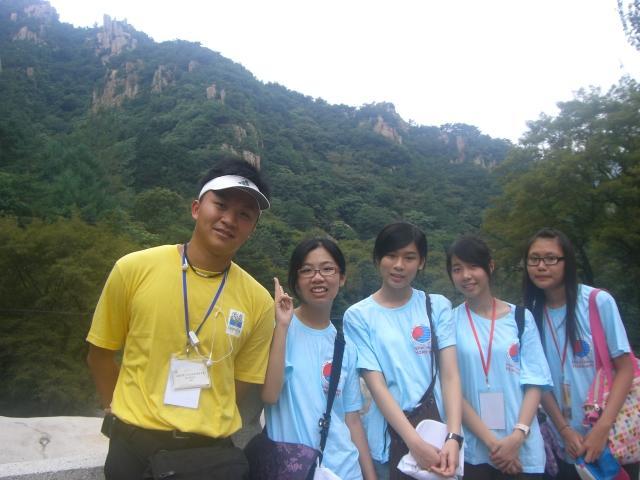 Tiffany與香港團員Cynthia, Rainie, 陳思萍,導師Eric 合照 @ 嶗山
