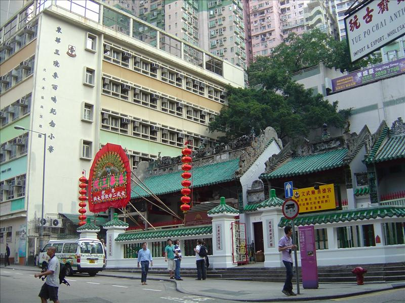 "old temple ""man Mo"" on Hollywood Road"