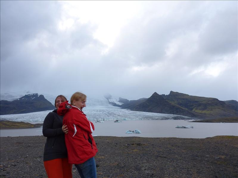Su Ausra prie ledyno