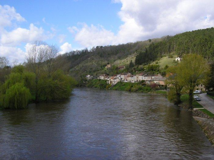River Vezere at Le Bugue - still quite a lot of water.