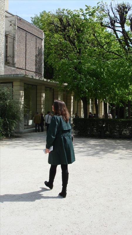 Tricia admiring Rodin