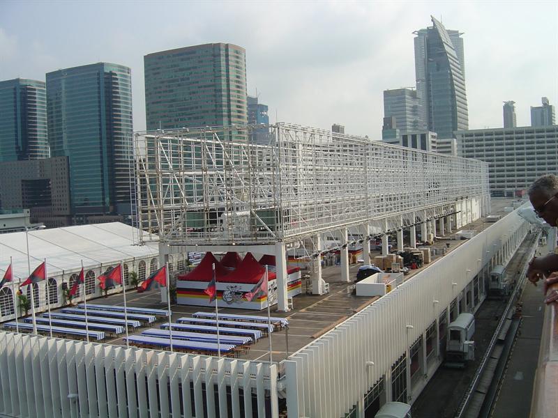 "docked at ""Ocean Terminal"""" (海 運 大 廈 )."