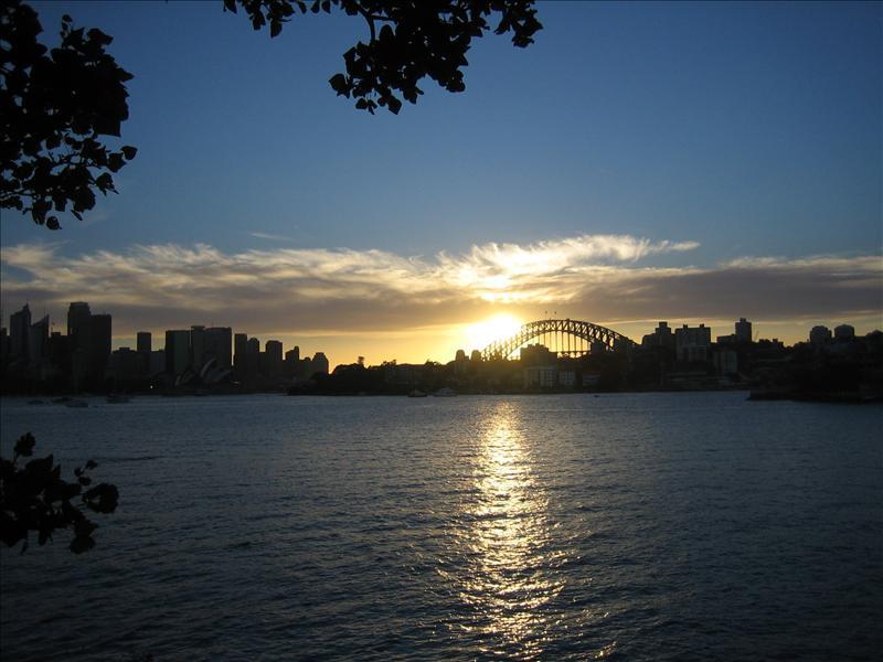 Sonnenuntergang ueber Harbour Bridge und Opera House