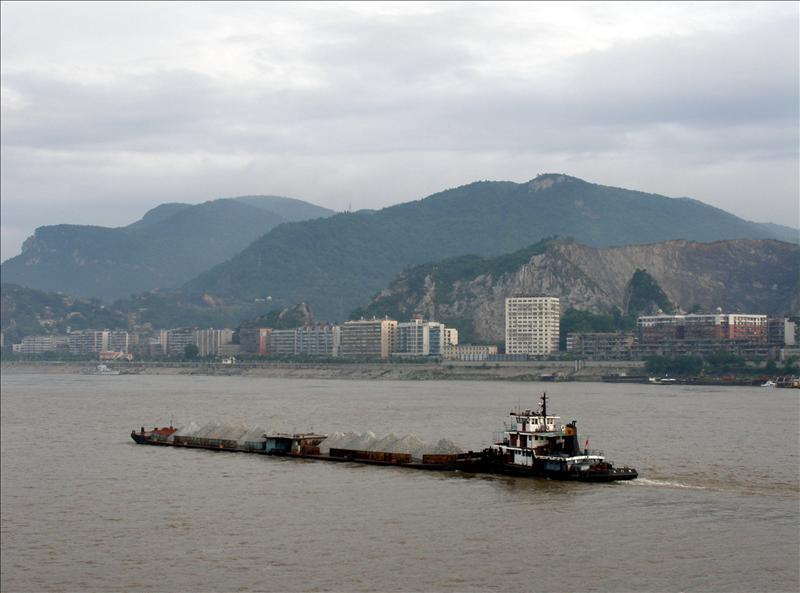 Yangtze 18 wheelers