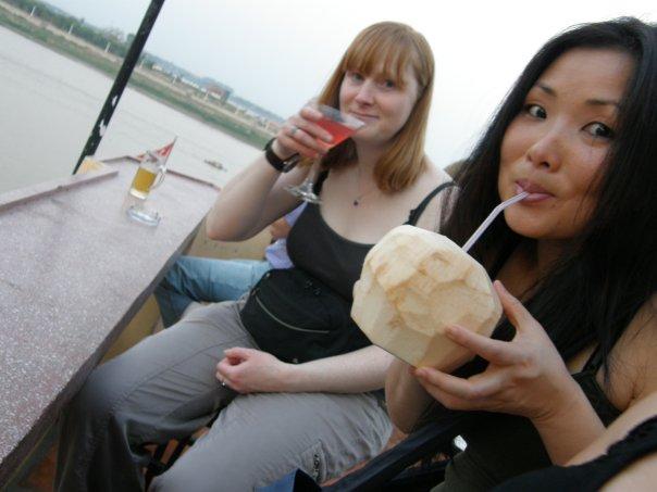 Ellen & Febbie enjoy a drink at the FCC.