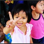 "I will build a photo alubm named""Children of the world"",this little girl will be the delegate of Vietnam:)"