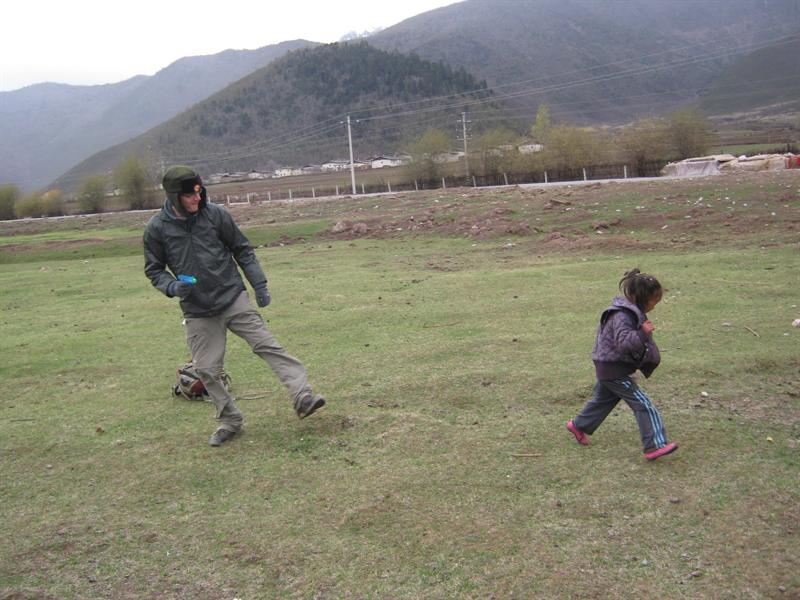 Oren opens fire on the Tibetan girl