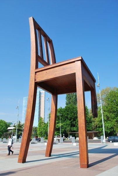 The big chair opp UN building, Geneva