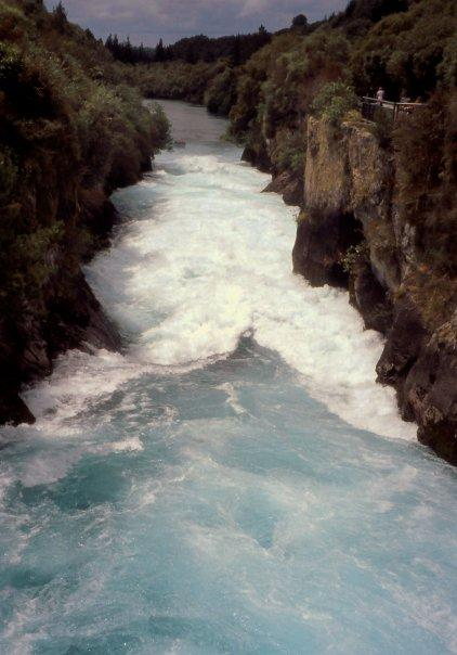 HUKA FALLS, WAIKATO RIVER, TAUPO, NI - DEC 2003